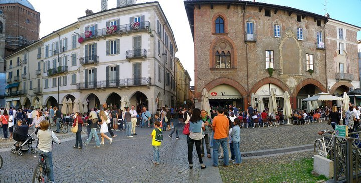 Historical center of Pavia, Bars and restaurants