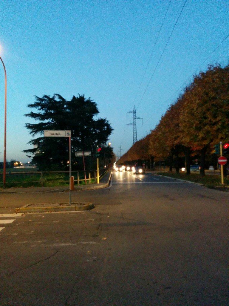 To go home, I go down the sidewalk of the via Fratelli Cervi...